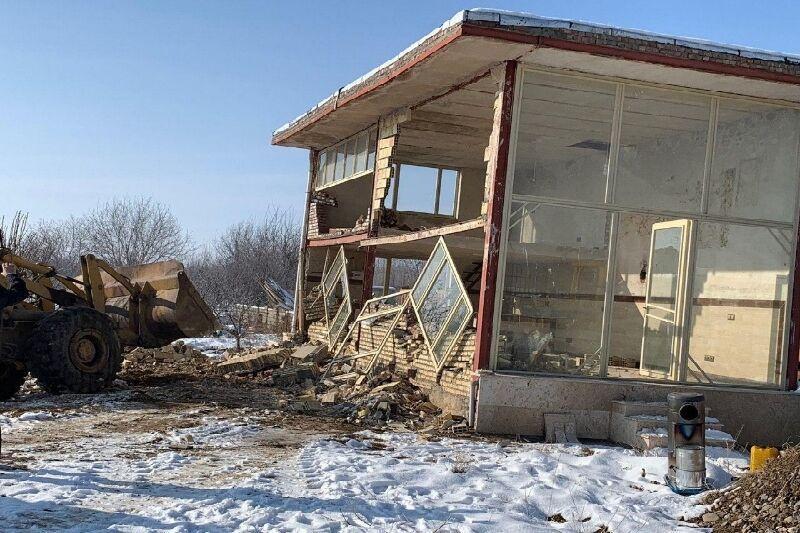 خبرنگاران تخریب چهار بنای غیرمجاز در اراضی کشاورزی البرز